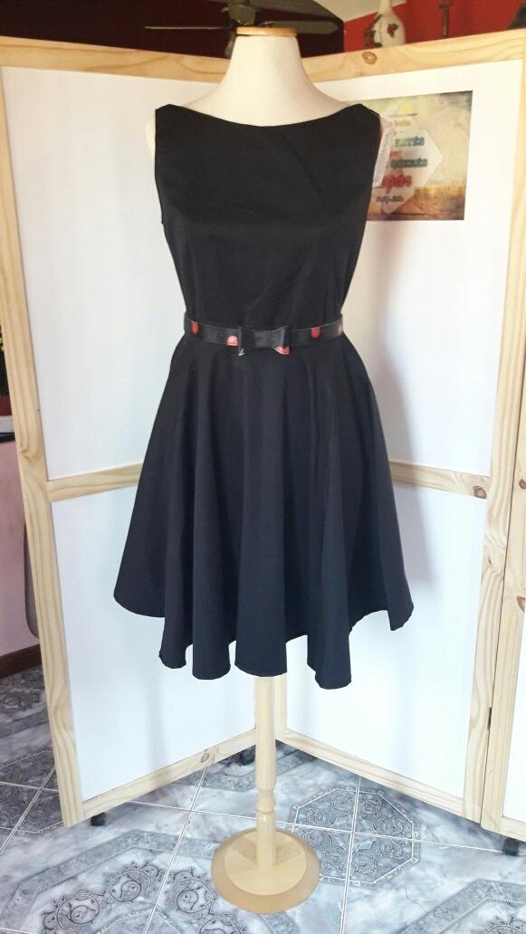 Vestido negro con gabardina
