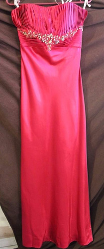 vestido color fiusha con pedrería talla 4