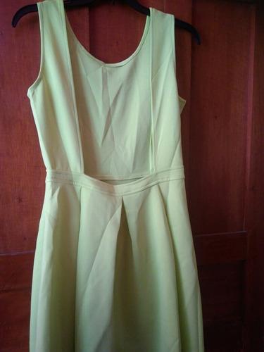 vestido con escote en espalda