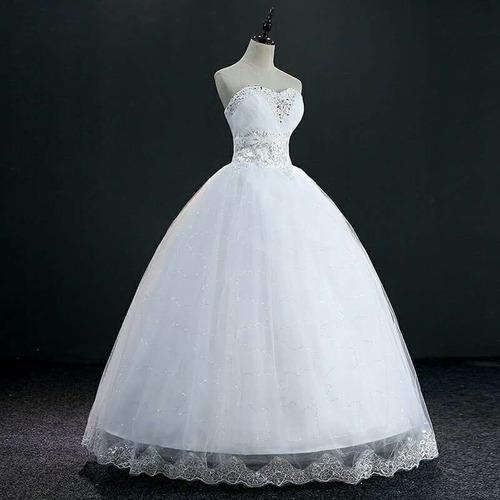vestido con velo y enagüa de tres aros
