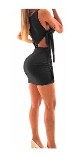 vestido corto ajustado con apertura lateral tendencia
