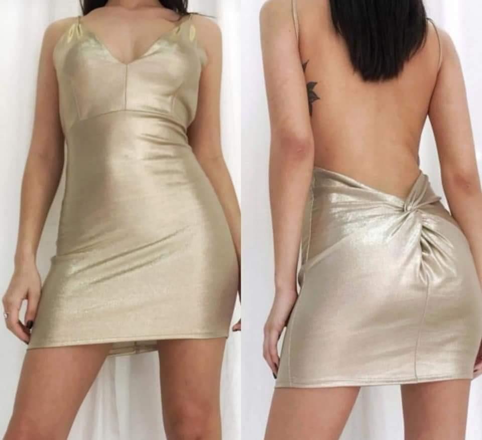 Vestidos cortos dorados con espalda descubierta