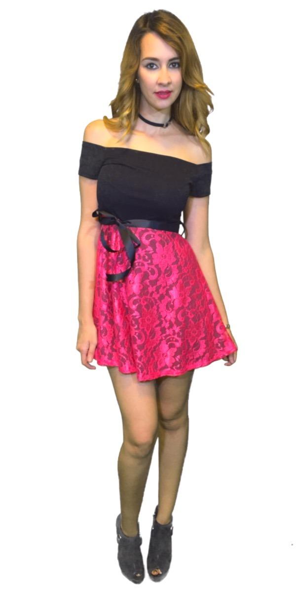 Vestido de encaje negro con rosa