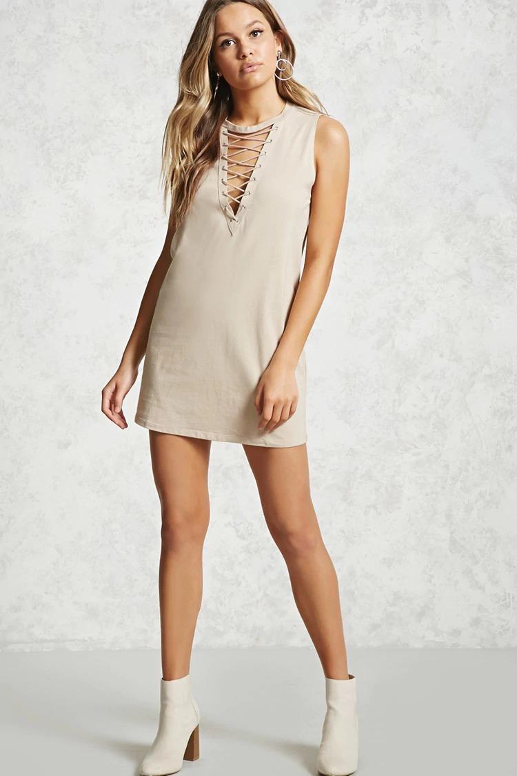 Vestido suelto corto escotado