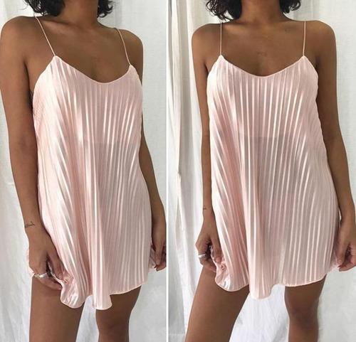 vestido corto plisado