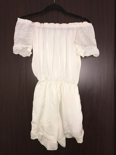 vestido corto sin hombros, manga corta,  color blanco