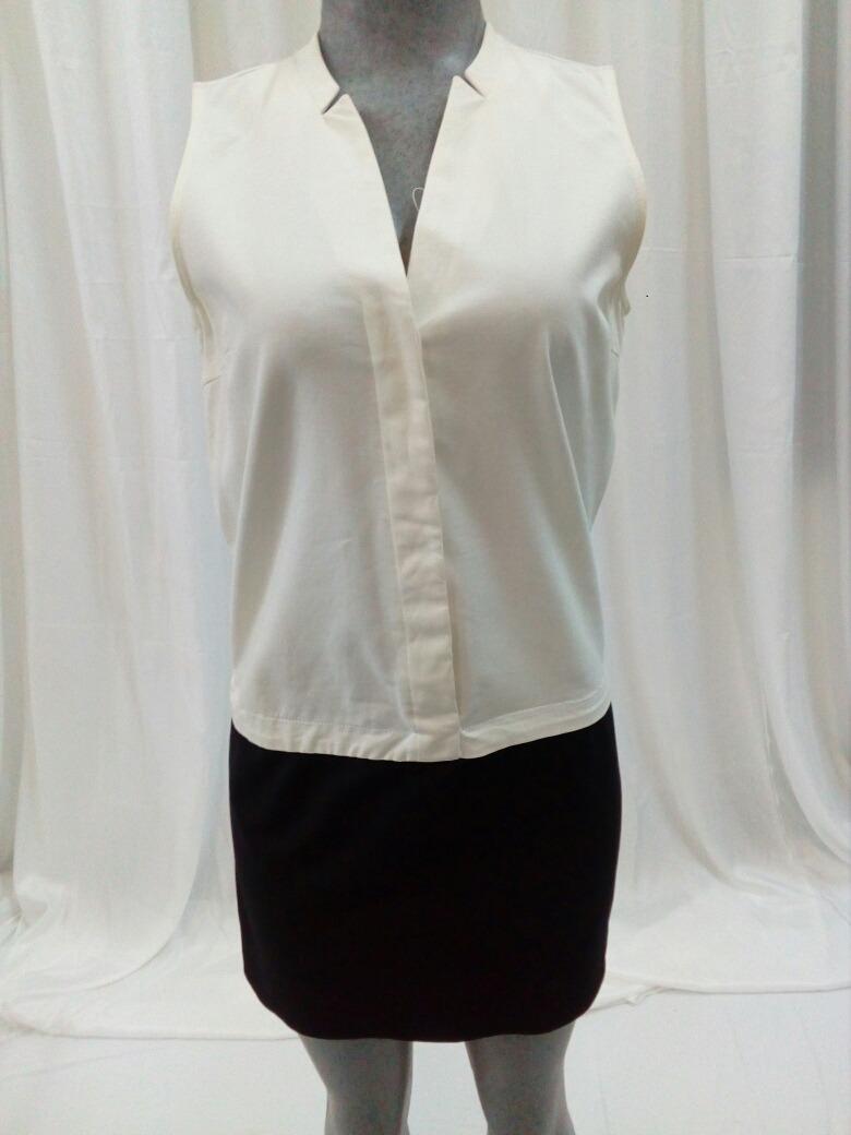 Vestido negro con cuello de camisa blanco