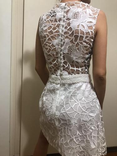 vestido curto branco de renda