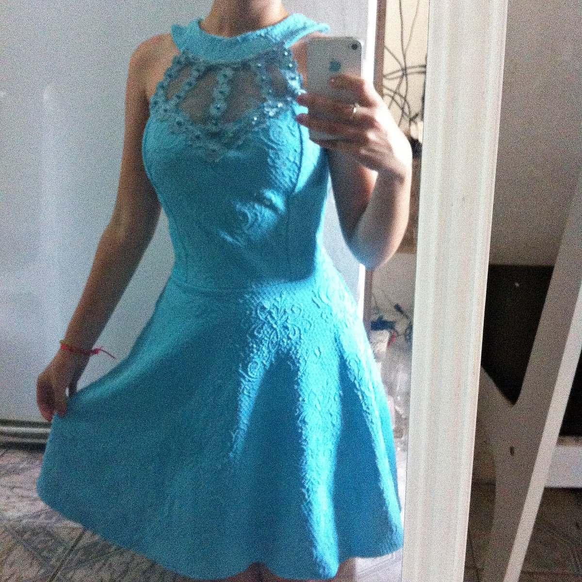 Vestido de renda azul piscina
