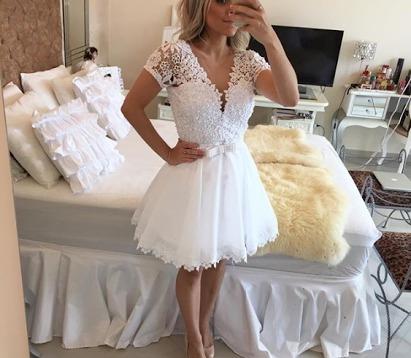 Vestido Curto Modelo Barbara Melo
