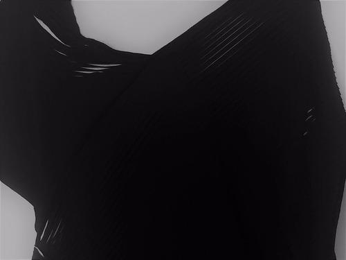 vestido curto preto da chow ombro caído tam.p