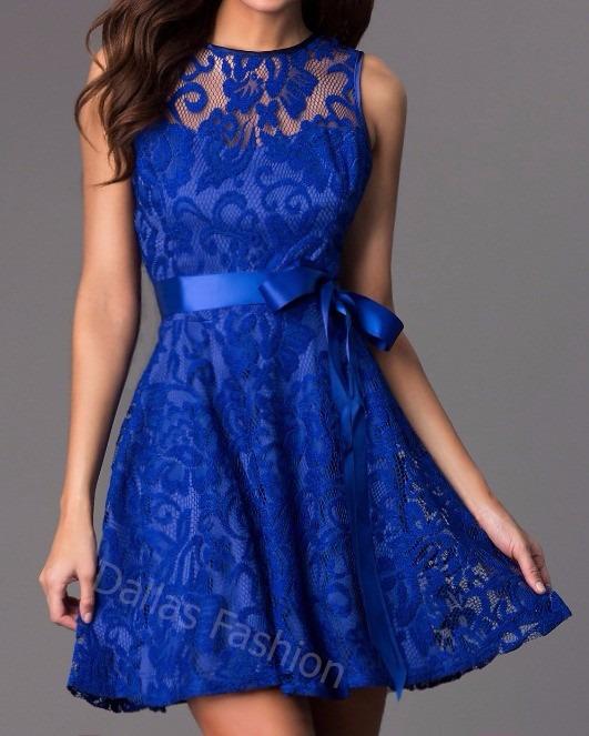 Vestido de renda curto rodado azul
