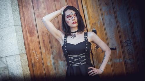 vestido dark gótico hebillas cadenas negro plato
