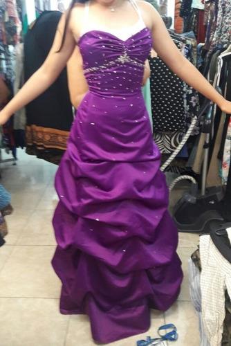 vestido de 15 años con calzado plateado talla 38