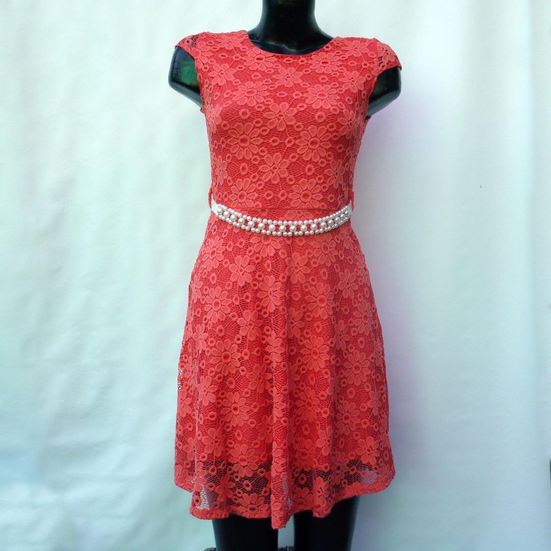 Vestido de coctel coral