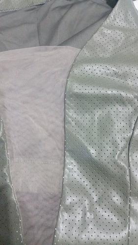vestido de couro curto