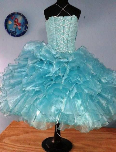 vestido de escarolas para salida de sexto año. color aqua.