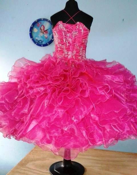 ver vestidos de salida de sexto in Cheltenham