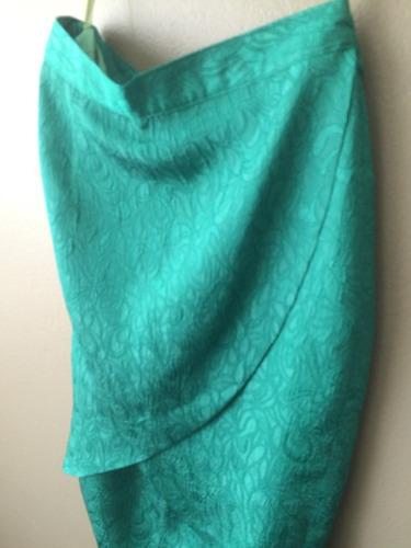 vestido de fiesta en brocado de seda labrada verde esmeralda