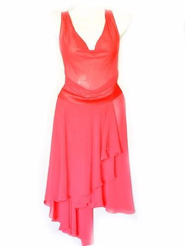 vestido de gasa rojo con ruedo iregular