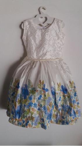 Vestidos blancos con flores azules