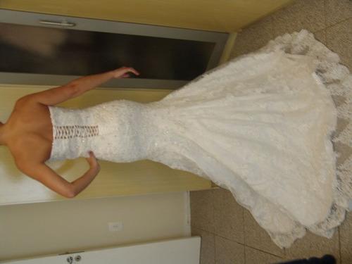 vestido de noiva com rendas e brilhos