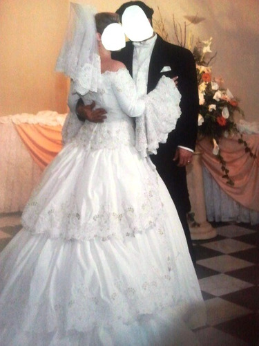 vestido de noiva estilo espanhol com renda francesa.baixou!!