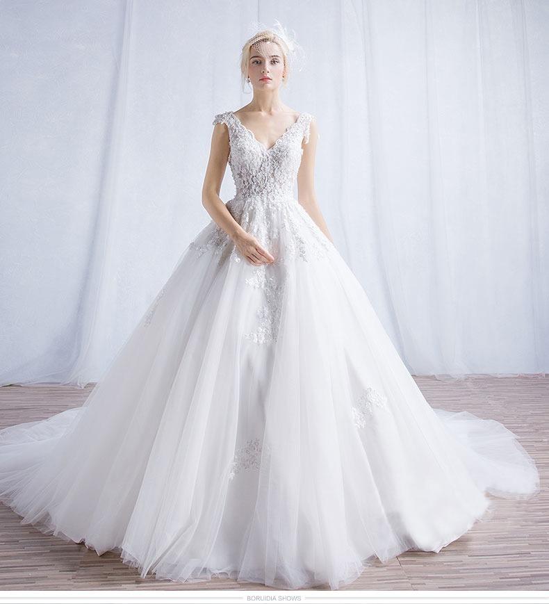 Vestido De Noiva Princesa Rendado Com Cauda Alça Decote 44
