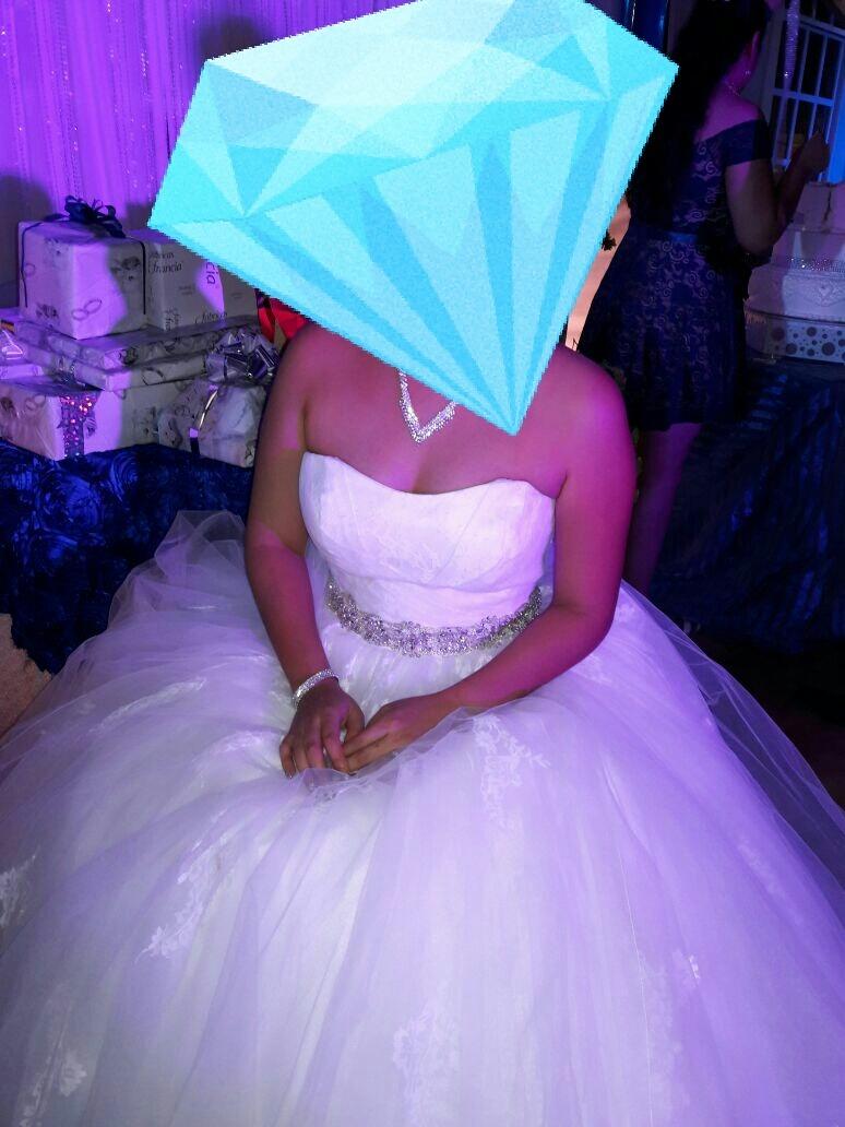 Fantástico Vendiendo Vestido De Novia Usado Ideas Ornamento ...