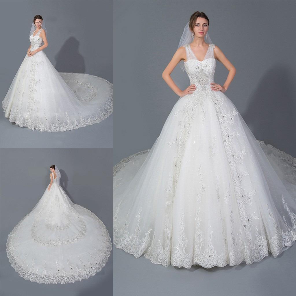 Vestidos de novia corte princesa con cola larga
