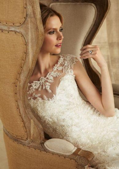 vestido de novia boda de encaje bordado con piedras elegante