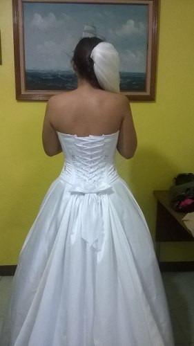 vestido de novia con 2 velos de regalo, crinolina y liguero.