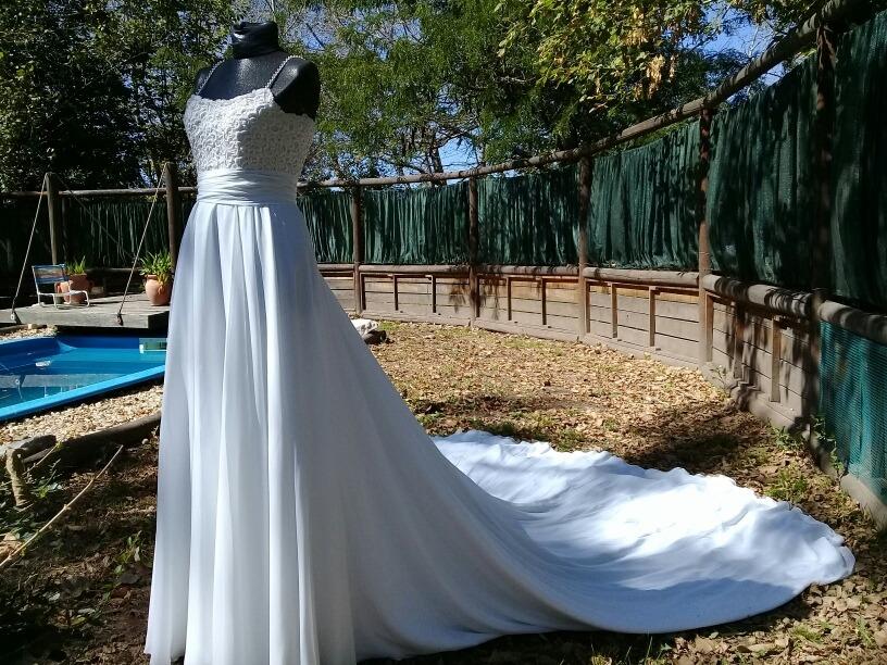 3d38efc66 vestido de novia con larga cola n°37. Cargando zoom.