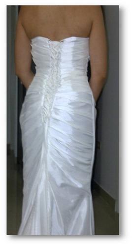 vestido de novia corte sirena con accesorios y mantilla