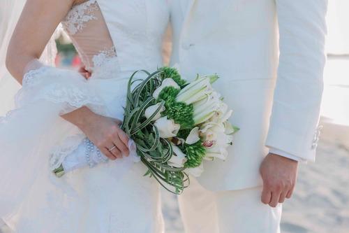 vestido de novia (corte sirena no pronunciado, en pedrería)