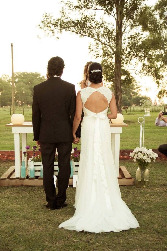 Vestido de novia color manteca