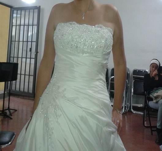 Vestido de novia essence modelo 2600