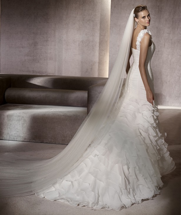 Vestidos de novia con volantes pronovias