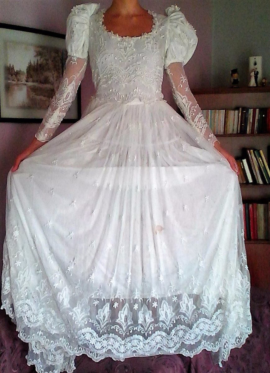 Vestido de novia de tul bordado