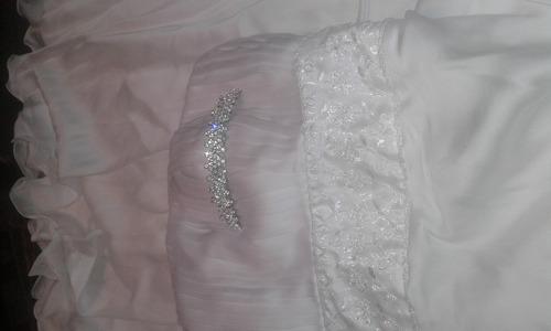 vestido de novia, tiara, liguero y mantilla