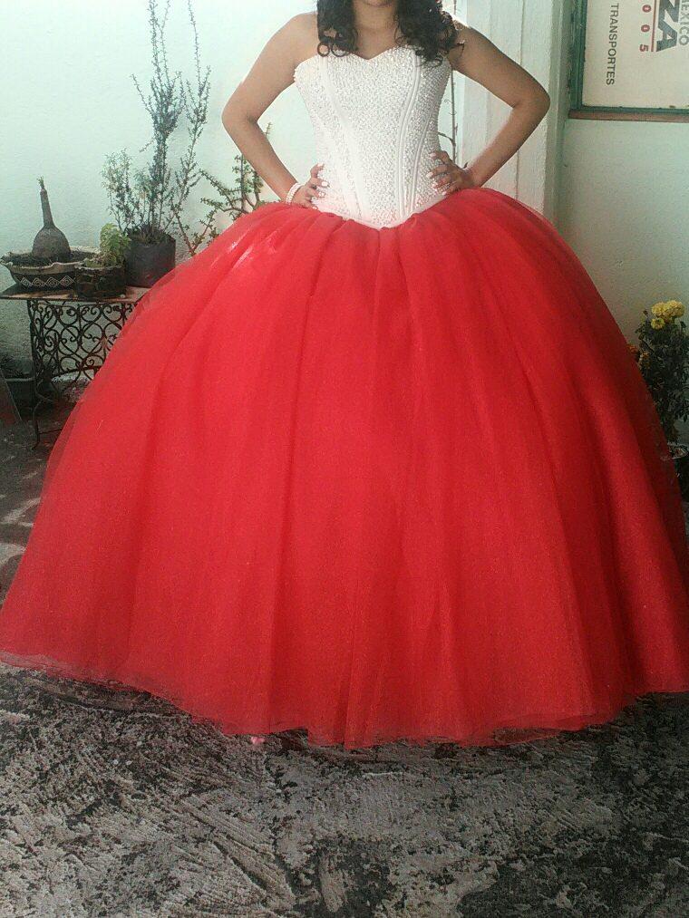 Vestido De Xv Color Rojo Corset Color Perla 500000