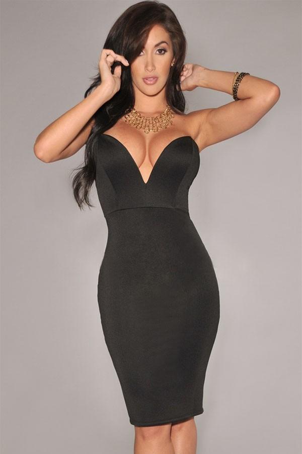 Vestido negro escote profundo