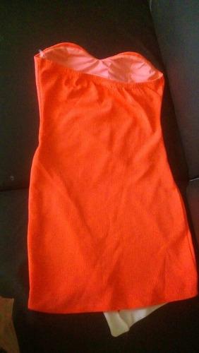 vestido estraple color coral florecente