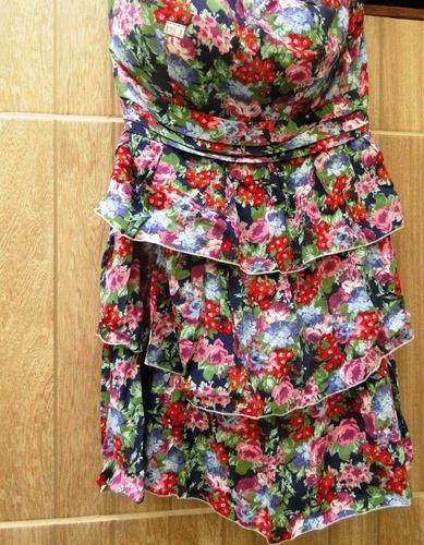 vestido floral com babados