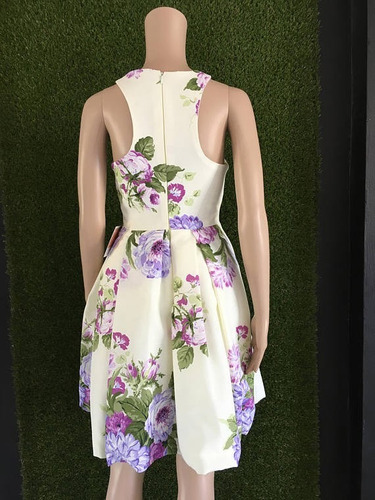 vestido floreado corto de fiesta falda tabloneada