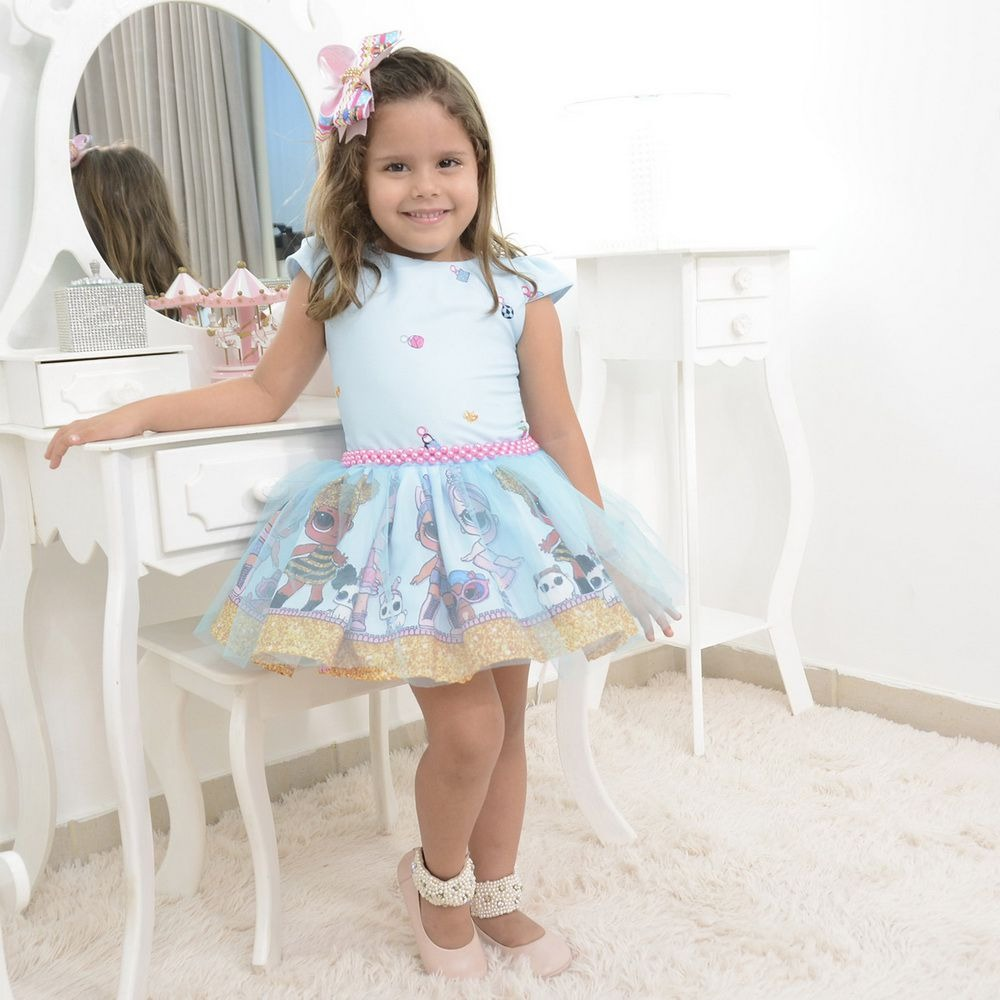 c18d30f34a vestido infantil lol surprise com tule azul sobre a saia. Carregando zoom.