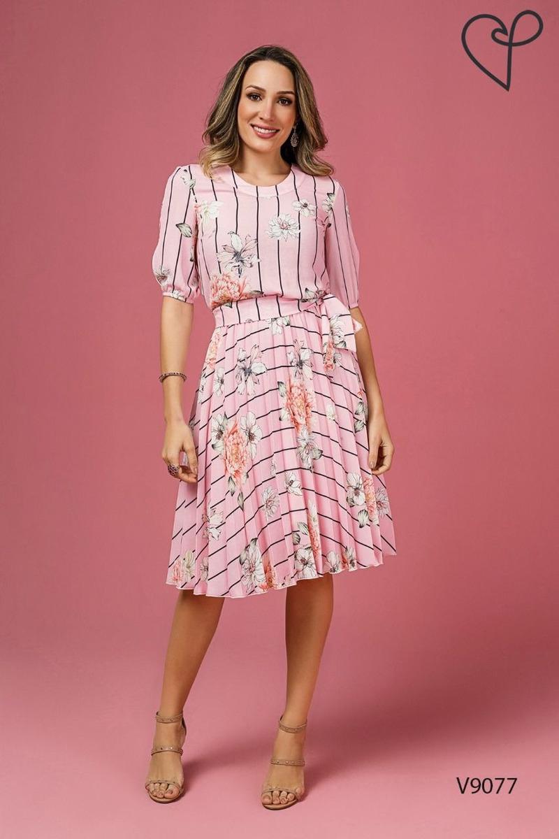 a40c17c01 Vestido Jany Pim Plissado Em Crepe Floral Com Listras - R$ 388,06 em ...