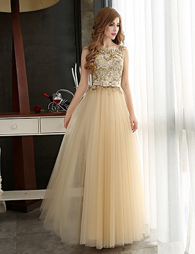 vestido largo elegante de fiesta formal.