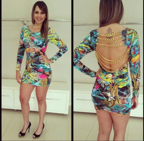 vestido lindo com detalhes nas costas