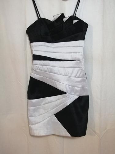 vestido lizminelli strapless.